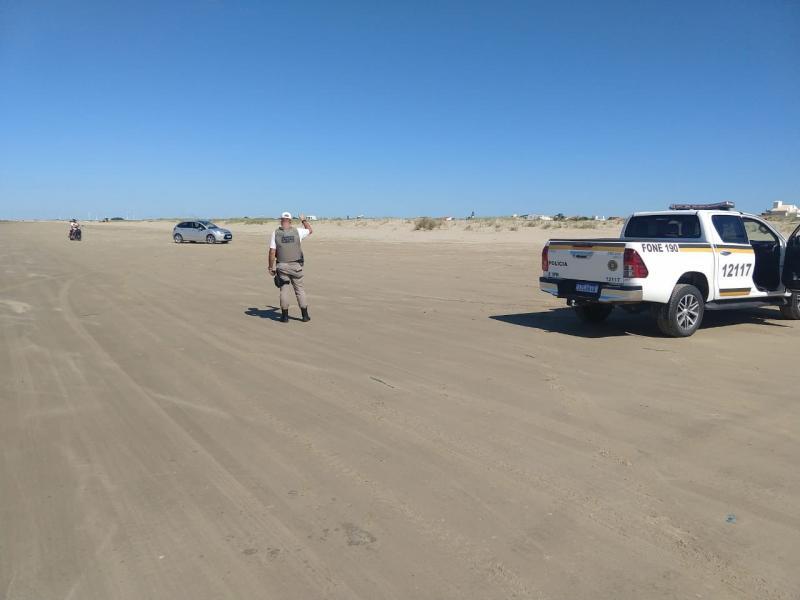 Banhistas são retirados das praias gaúchas